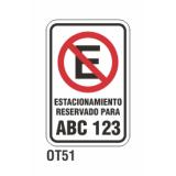 Cartel estacionamiento reservado