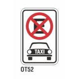 Cartel no estacionar taxis
