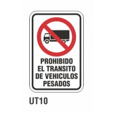 Cartel prohibido el transito de vehícuos pesados